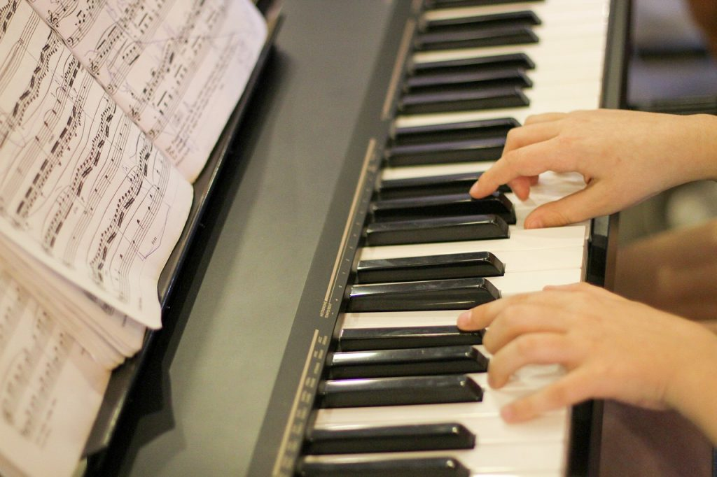 What Is the Right Age to Learn Piano Online?